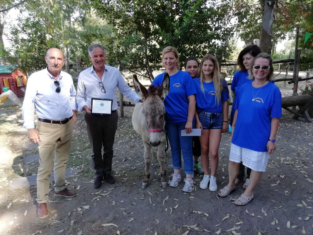 "L'asinella ""Caramella"" donata dal Lions Club Cecina per l'Ippoterapia."